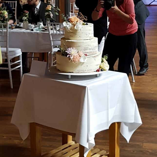 Unsere Half Naked Cake Hochzeitstorte