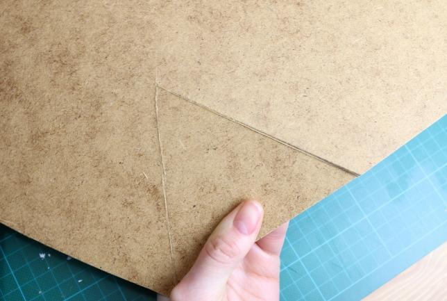 Bodenplatte lässt sich einfach aus der MDF-Platte heraustrennen.