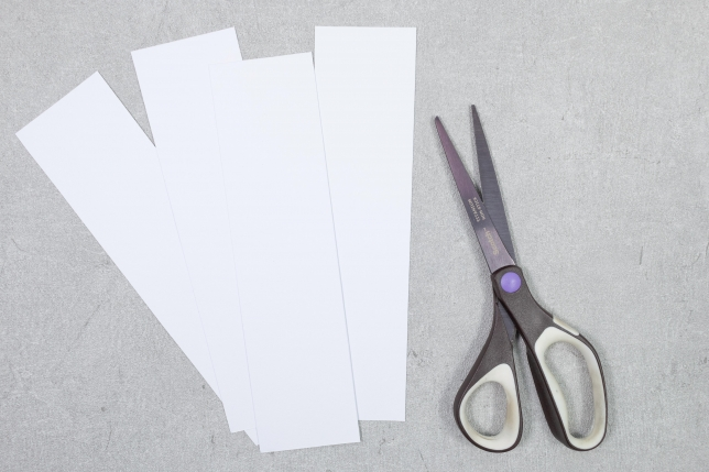 Papierstreifen ausschneiden.