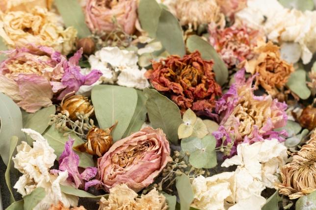 Detailaufnahme der gesteckten Trockenblumen meines Brautstraußes.