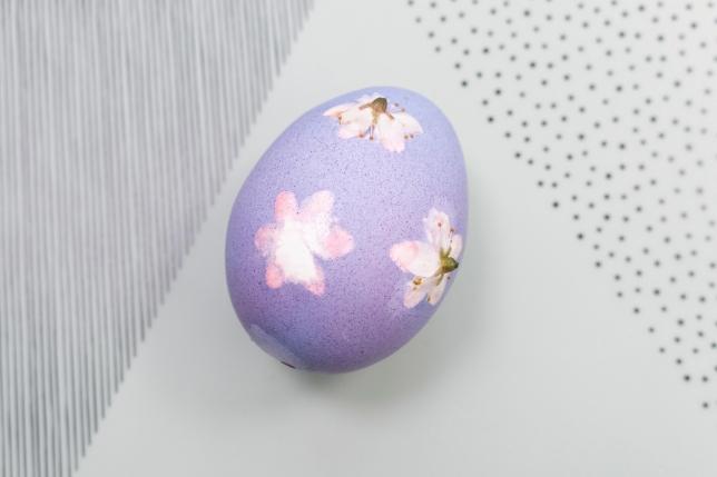 Färbeergebnis des Ostereis mit Blumenprint