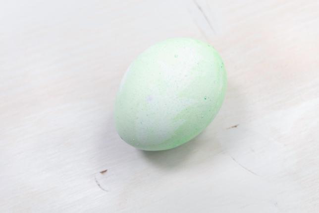 Grünes Ei mit Löwenzahn Print