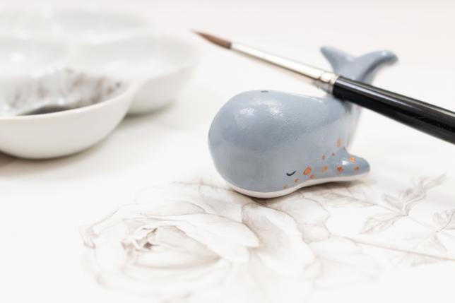 DIY Wal Pinselablage aus Modelliermasse auf Aquarellbild.