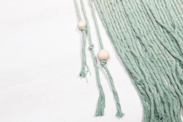 Perlen auffädeln