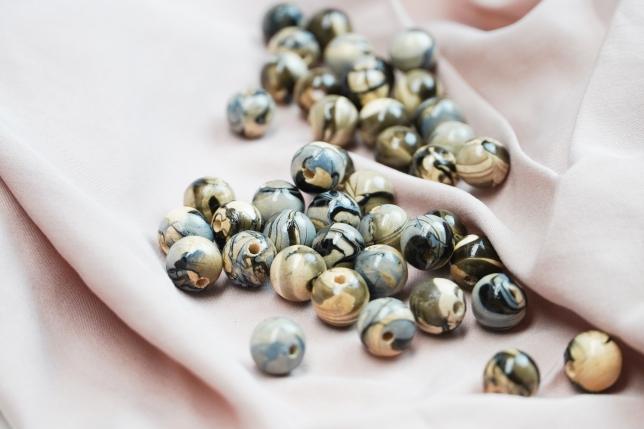 Marmorierte Perlen mit Nagellack DIY